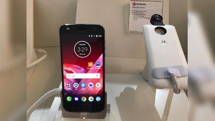 El nuevo accesorio es una cámara 360 que es compatible con las dos generaciones de Moto Z Play