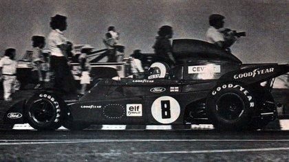 En la Horquilla del Autódromo de Buenos Aires Oscar y Juan Gálvez en 1973 (Archivo CORSA).