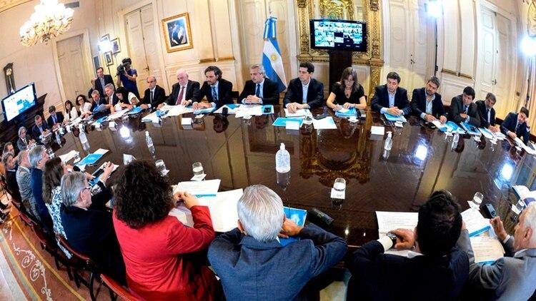 Alberto Fernández preside la reunión interministerial en medio de la pandemia