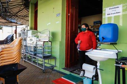 El registro de este sábado, divulgado por el Ministerio de Salud de Paraguay, totaliza en 850 el número de contagiados hasta la fecha, mientras que hay 298 personas recuperadas del coronavirus. EFE/Nathalia Aguilar