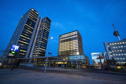 Imagen de la sede central de la Agencia Europea del Medicamento (EMA) en Amsterdam. EFE/EPA/EVERT ELZINGA