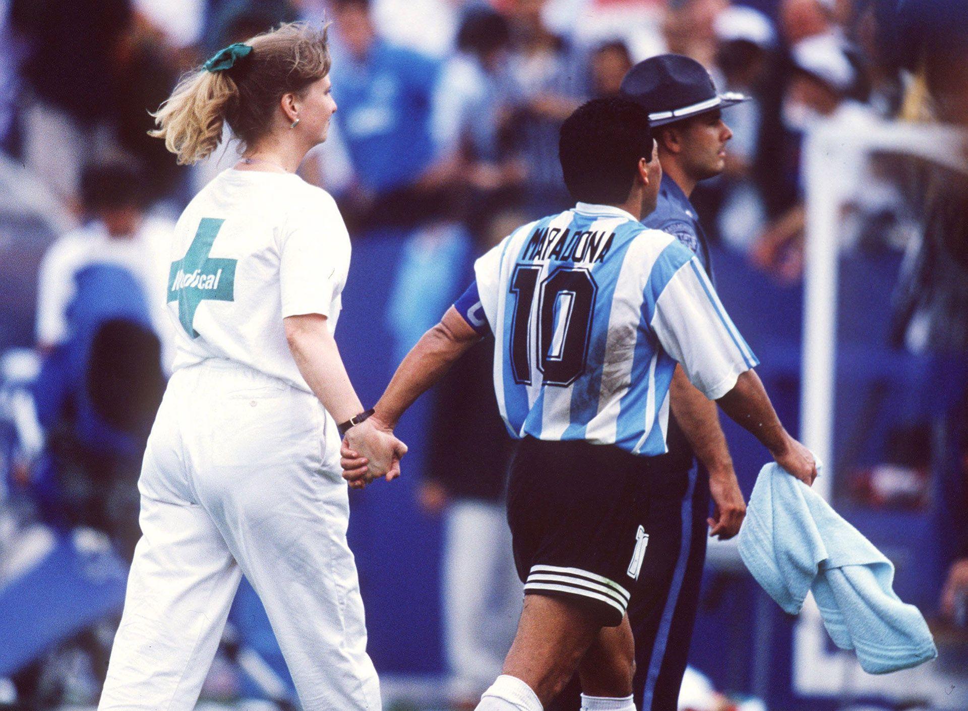 El periodista que entrevistó a Maradona luego de ser expulsado del Mundial 1994 por dar positivo en un test antidoping brindó detalles del detrás de escena del encuentro (Foto Getty Images)