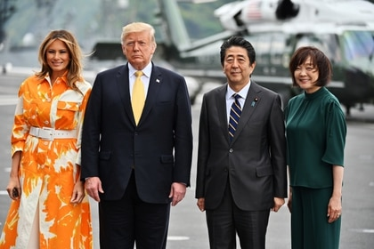 Trump, la primera dama Melania Trump, Shinzo Abe y su esposa Akie (REUTERS)