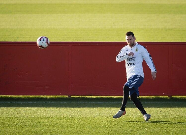Toda la técnica de Lionel Messi, que volverá a vestir la Albiceleste tras la Copa América (Foto: JAIME REINA / AFP)