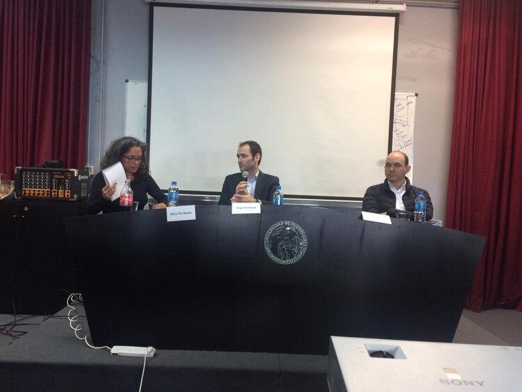 María Pía Devoto, directora de SEHLAC, junto a Ángel Dalmazzo y Camilo Serna