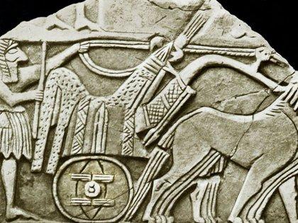 El eje con rueda más antiguo que se descubrió estaba en un torno de alfarero en la Mesopotamia, y luego se dio el salto intelectual hacia la carreta. (Science Photo Library)