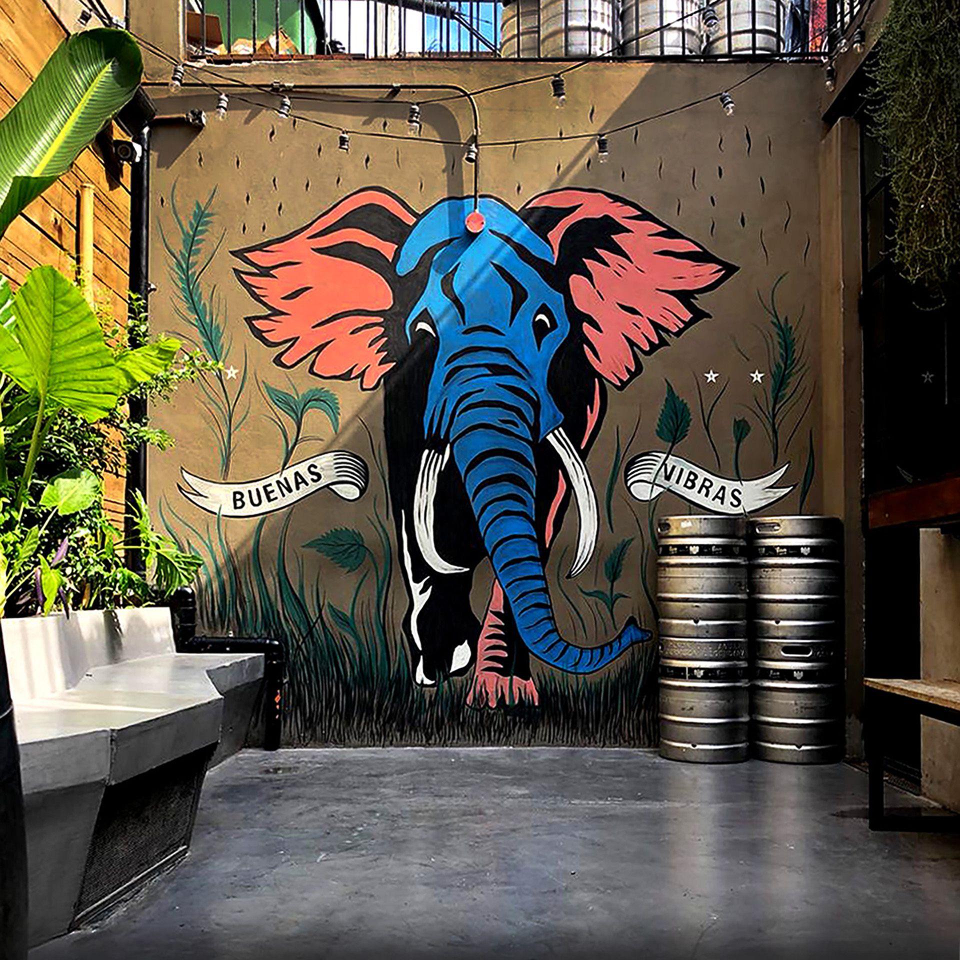 Mural de Álvaro Vaquero  en el Club de la Birra en Caballito