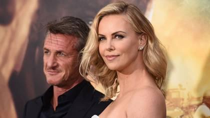 """Sean y Charlize mantuvieron una relación de dos años y según palabras de la propia sudafricana, el motivo de la ruptura fue """"que no funcionó"""". Sin embargo, en su día se publicó que el actor le había sido infiel con Fleur van Eeden, que  reconoció abiertamente haberse acostado con Penn"""