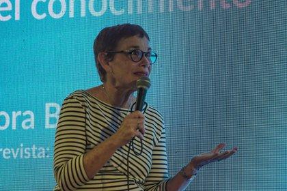Nora Bär habló de periodismo científico en el stand de TICMAS, en la Feria del Libro