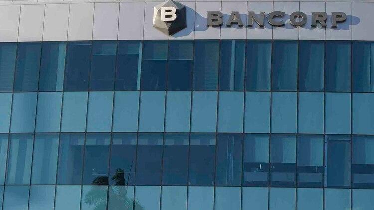 Fachada del Bancorp en su edificio central en Managua en febrero de 2019. En abril de 2019 ya no existe ni el rótulo (Cortesía/La Prensa)