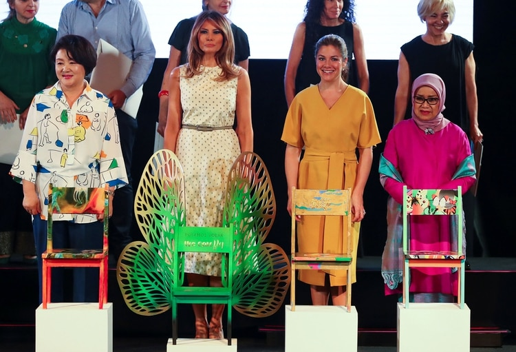 Kim Jung-sook (Corea del Sur), Melania Trump (EEUU), Sophie Gregoire Trudeau (Canadá) y Mufidah Kalla (Indonesia)