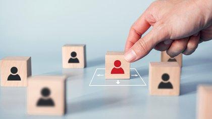 La distancia social es una de las medidas de prevención de contagio contra el COVID-19 (Shutterstock.com)