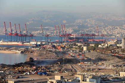 Así quedó el puerto de Beirut tras la explosión. Foto: REUTERS/Mohamed Azakir