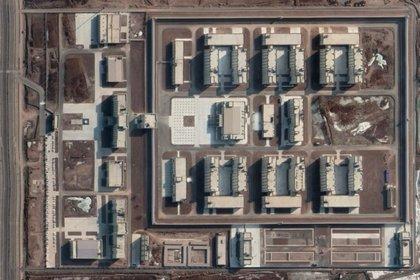 Imagen satelital de los campos de reeducación donde los uigures están encerrados en Xinjiang (Fuente: Maxar a través de Google Earth)