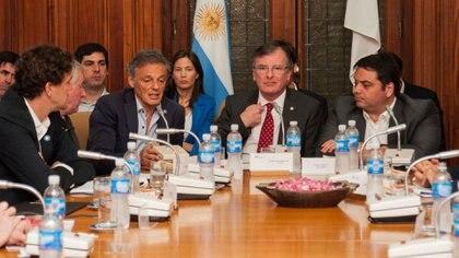 Los ministros de Producción y Trabajo presentaron el Plan Productivo Nacional en la Unión Industrial Argentina