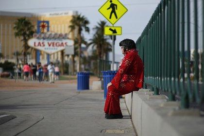 """Un ícono de la ciudad que se ha vuelto """"verde""""; un imitador de Elvis Presley (AP)"""