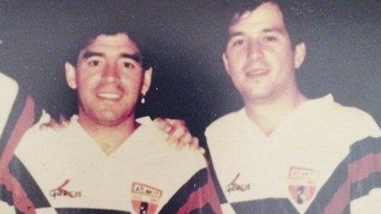Maradona y Javier Alarcón con la playera del Atlante (Foto: Twitter@Javier_Alarcon_)