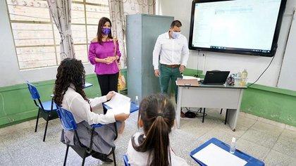 Ministra de Educación, María Victoria Angulo, en salón de clases en el Huila. Foto: MinEducación.