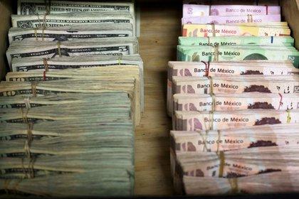 La apreciación del peso frente al dólar dio como resultado una reducción en la deuda pública de México (Foto: Reuters / José Luis González)