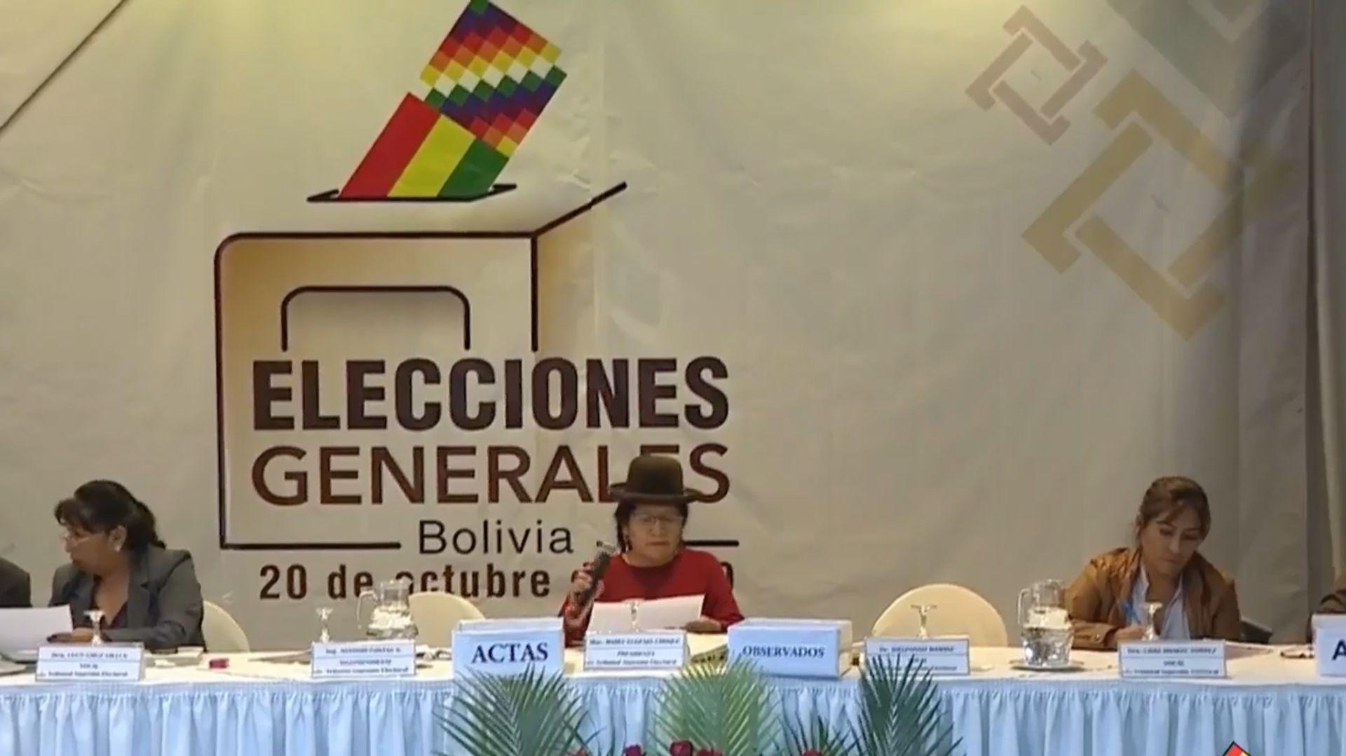 Miles de bolivianos salieron a las calles para manifestarse contra el escrutinio llevado adelante por el TSE