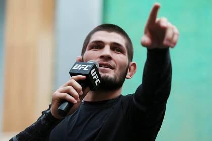Khabib quedará fuera del evento por no poder salir de su país (Reuters)
