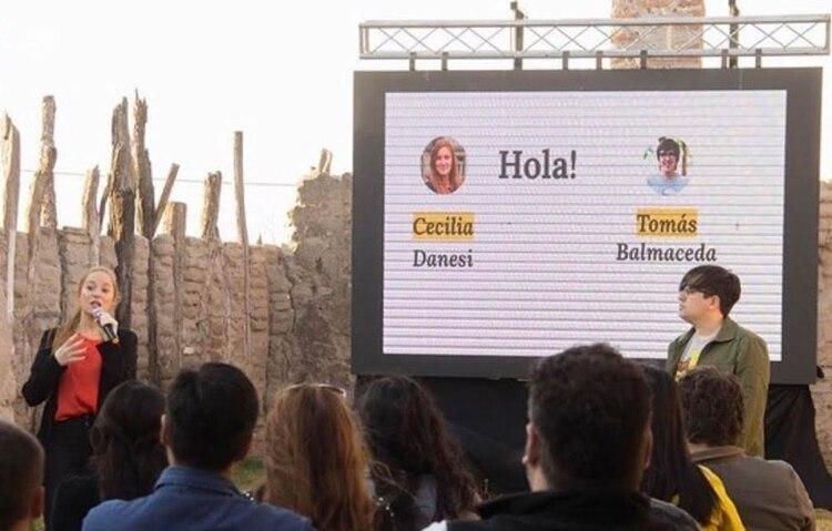 Danesi en un seminario sobre el Pensamiento Profundo de la Inteligencia Artificial, en la ciudad de Catamarca, junto al filósofo y periodista Tomas Balmaceda.