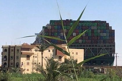 El buque Ever Given, uno de los portacontenedores más grandes del mundo (Reuters/ Ahmed Fahmy)