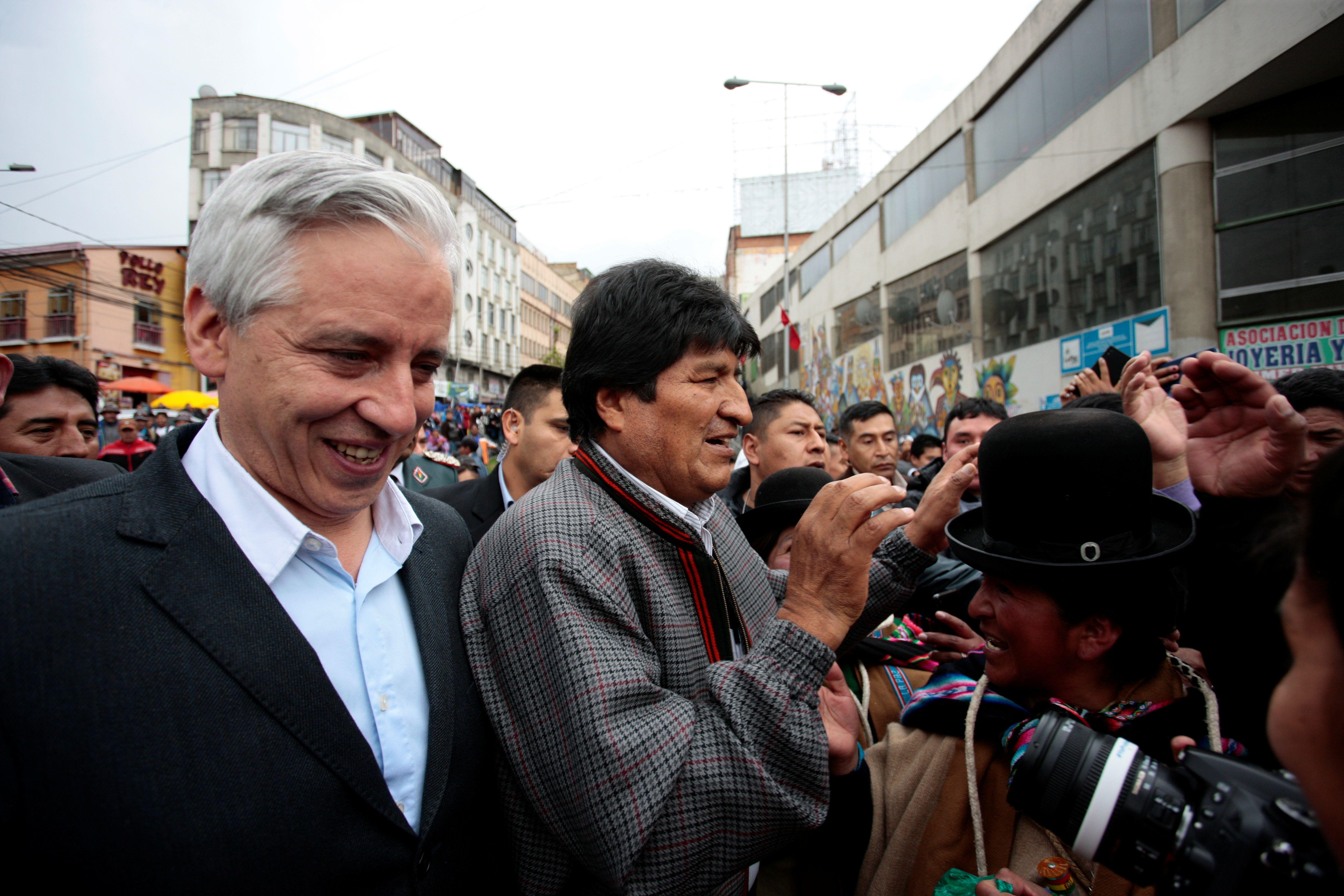 El ex vicepresidente Aávaro García Linera junto a Morales en noviembre.  También viajó a Argentina junto al ex mandatario (Reuters)