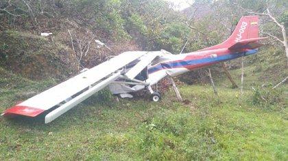 Imágenes de la avioneta accidentada en Amalfi, Antioquia. Foto: Bomberos de Amalfi.