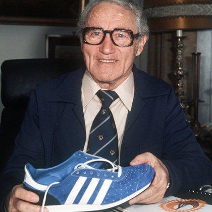 Su fundador, Adolf Dassler, a quien se debe el actual nombre de la marca Adidas