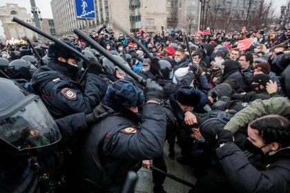 Foto de la represión que tuvo lugar en Moscú durante las protestas a favor del opositor Alexei Navalny. Foto: REUTERS/Maxim Shemetov