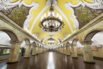 Estación de Komsomólskaya en Moscú se caracteriza por su lujosa arquitectura