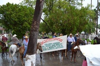 La población de Tamaulipas acusó al grupo autodefensa Columna Armada de secuestrarlos (Foto: Facebook/Columna Armada Pedro J Méndez)