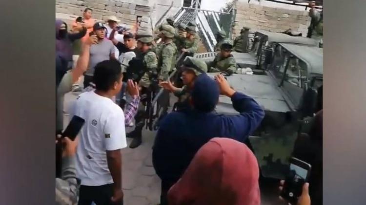 Los militares esperaban una orden judicial para catear la bodega(Foto: Captura de pantalla, Facebook)