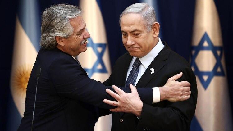 El líder israelí le propuso que los científicos de ambos países intercambien ideas y experiencias (Photo by Oded Balilty / POOL / AFP)