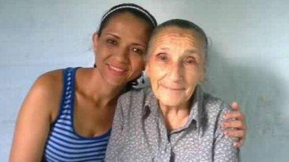 Martha Yaneth con su 'mamita' María Clementina.
