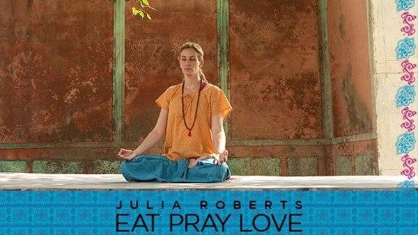 """Una de las escenas del film """"Comer, Rezar, Amar"""" en la que se ve a Julia Roberts meditando en la India"""
