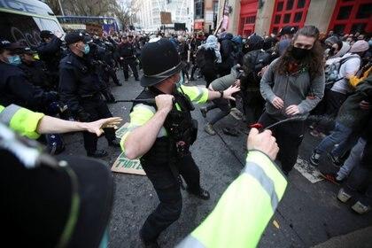 Represión en Bristol (Reuters)