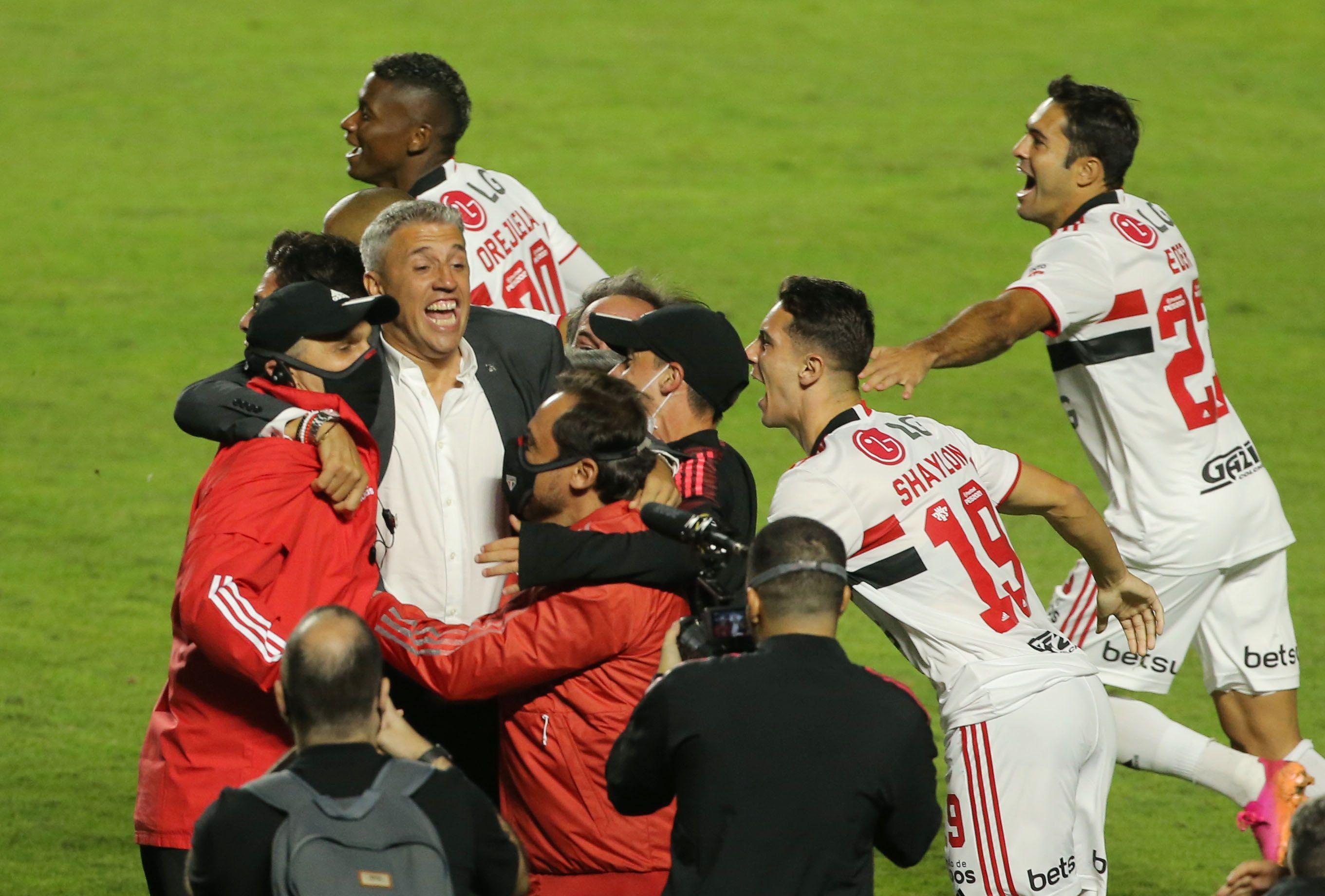 Crespo consiguió su segundo título como entrenador, el anterior había sido la Copa Sudamericana con Defensa y Justicia (Reuters)