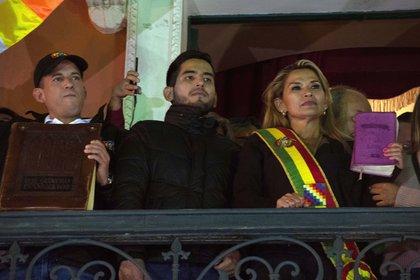 Foto de archivo: Jeanine Áñez durante su proclamación como presidente interina en 2019 (MEAGAN HANCOCK / ZUMA PRESS / CONTACTOPHOTO)