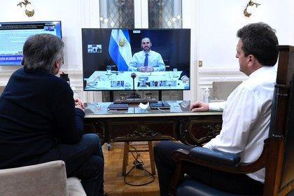Máximo Kirchner y Sergio Massa en un zoom con el ministro Martín Guzmán antes de que el Congreso debatiera el apoyo a la renegociación de la deuda bajo legislación local