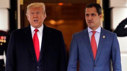 Donald Trump junto a Juan Guaidó (AP Photo/ Evan Vucci)