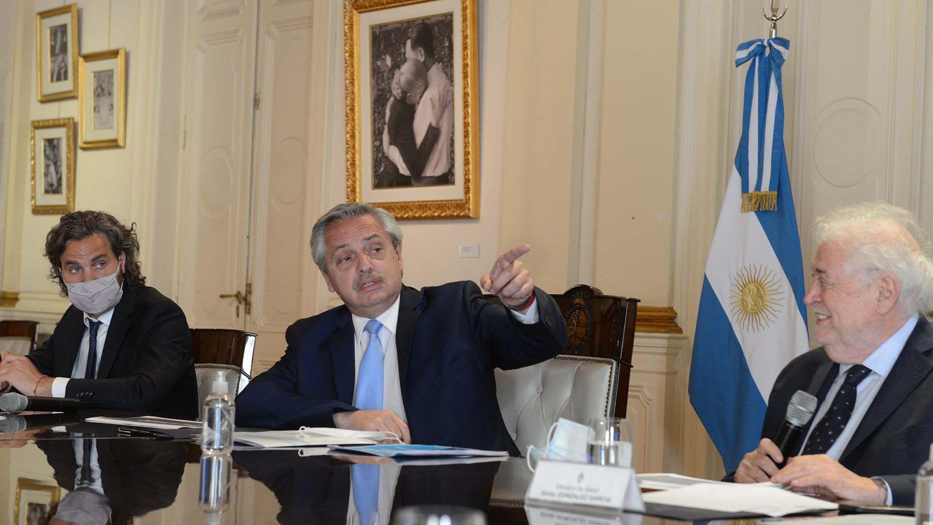 Comite de vacunación - Santiago Cafiero Alberto Fernandez Gines Gonzalez García