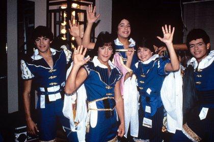 Ricky Martin con sus compañeros de Menudo en Nueva York, en 1984 (Crédito: Shutterstock)