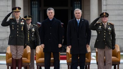 Alberto Fernández quiere revisar los decretos de Mauricio Macri y Oscar Aguad en materia militar (Adrián Escandar)