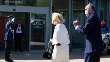 Los príncipes Astrid y Lorenz de Bélgica arriban a la reapertura de un monumento en Bruselas (AP)