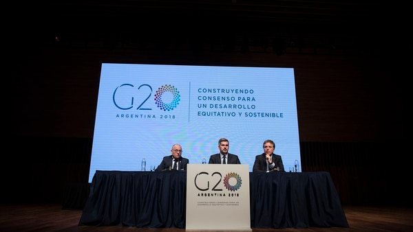 El canciller Jorge Faurie, el jefe de Gabinete, Marcos Peña, y el ministro de Hacienda, Nicolás Dujovne (Adrián Escandar)