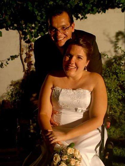 En 2005 Verónica y Marcelo se conocieron vía messenger una de las redes sociales del momento. Durante un año intercambiaron mensajes y, en febrero de 2006, él viajó desde Morón, provincia de Buenos Aires, a Santa Rosa para conocerla (Foto / Gentileza de la entrevistada).