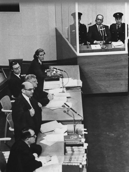 Eichmann frente a los jueces intentó esgrimir una increíble defensa: él solo obedecía órdenes (Getty)