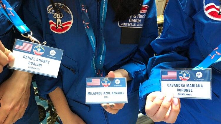 Las credenciales que muestran a algunos de los seleccionados para el campamento espacial